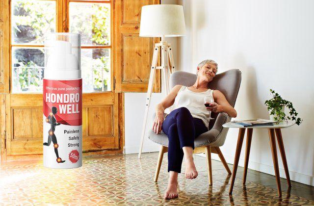 hondrowell stará žena v křesle šťastná