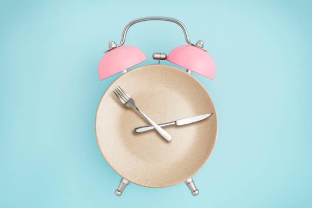 hodiny, centimetry, nádobí